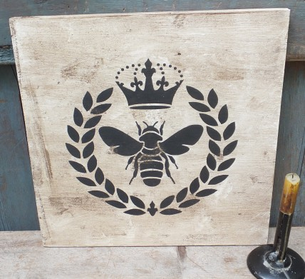 Primitive Wood Sign - Queen Bee (linen)